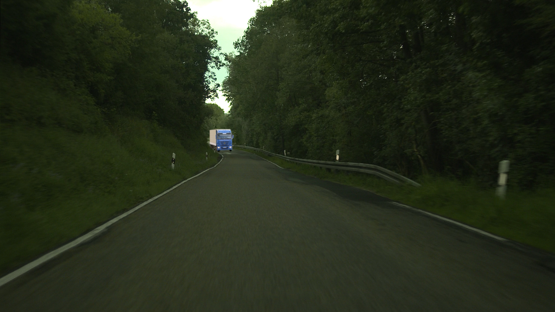 3D-Motortruck placed onto the Background-Layer