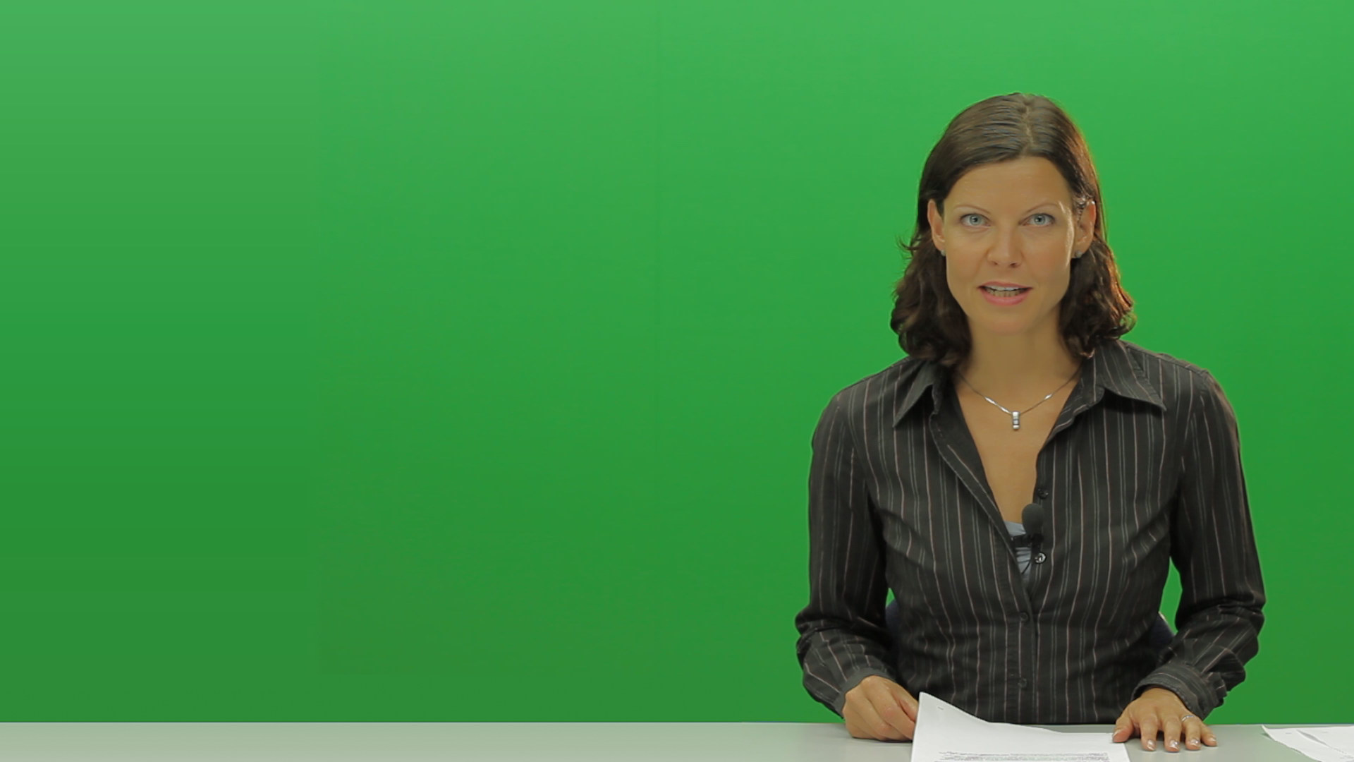 Greenscreen Clarissa Knorr as the Newscaster